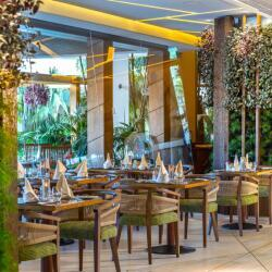 Tropical Restaurant At Four Season
