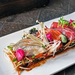 Oshi Sashimi Salad